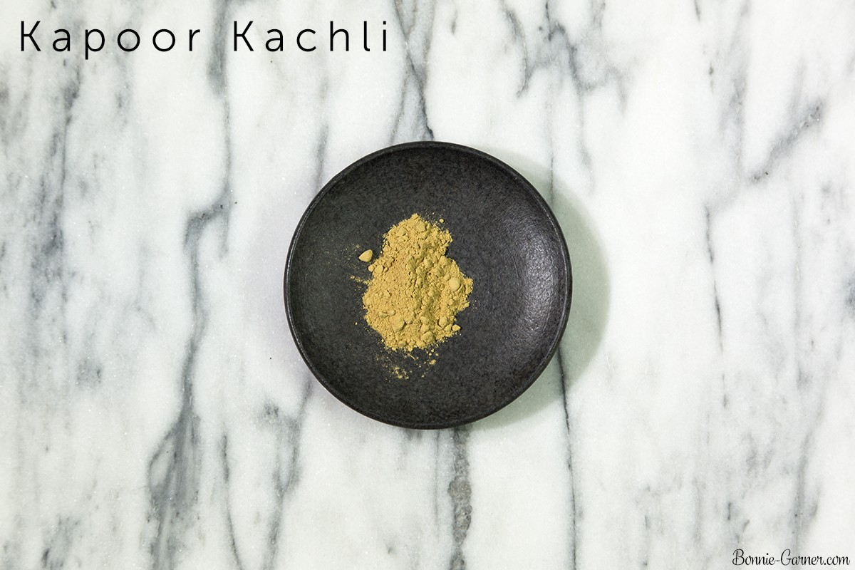 Natural dry shampoo: Kapoor Kachli powder