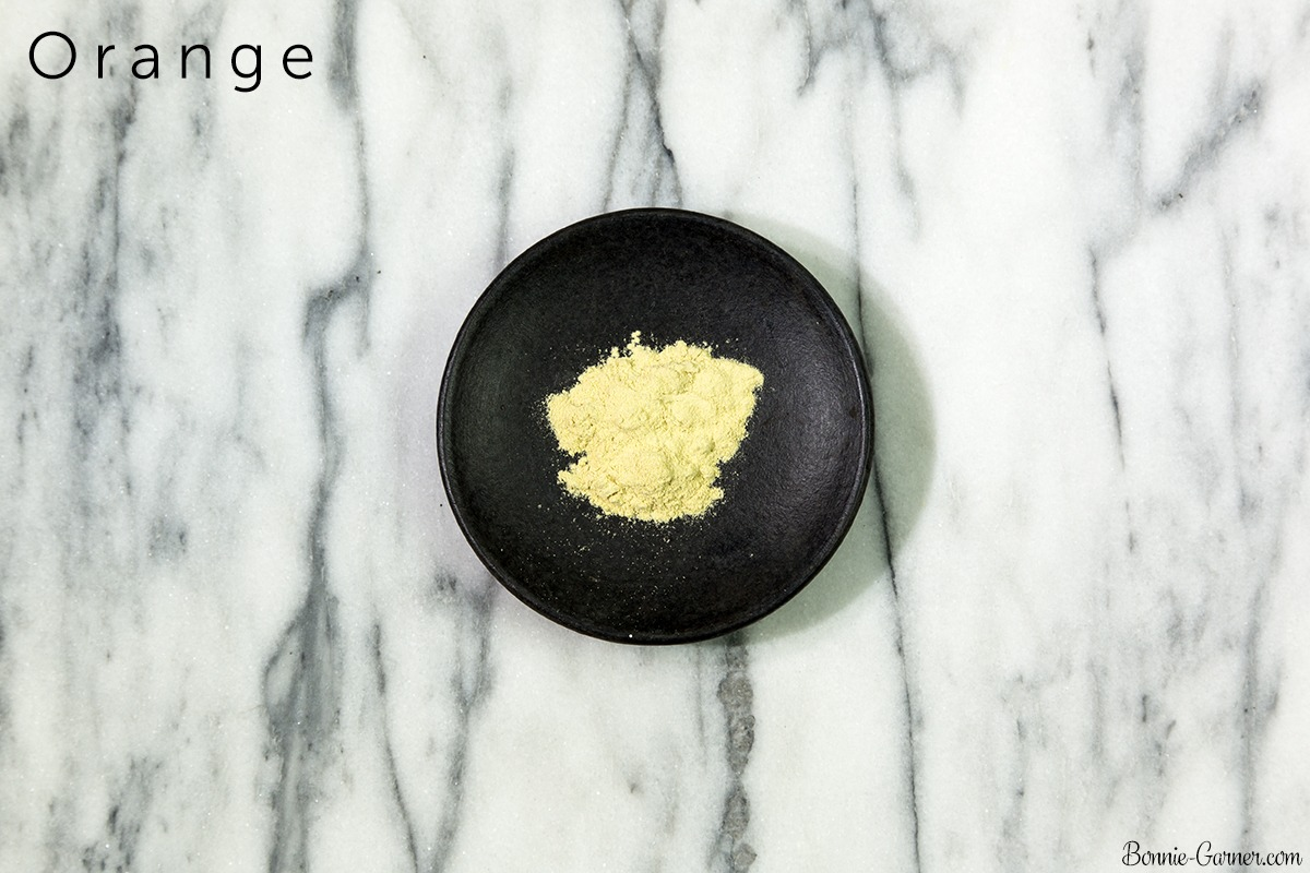 Natural dry shampoo: Orange powder